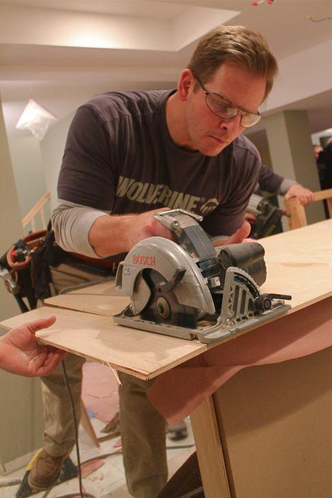 Da Lou eine Schwäche für die 50-er Jahre hat, will Jason Cameron für ihn mit seinem Team ein Diner bauen ... - Bildquelle: Nathan Frye 2011, DIY Network/Scripps Networks, LLC.  All Rights Reserved.