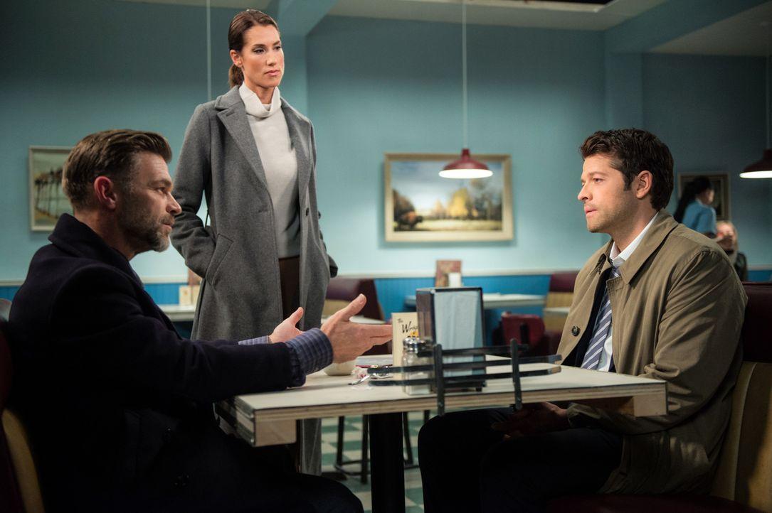(v.l.n.r.) Ishim (Ian Tracey); Mirabel (Tiara Sorensen); Castiel (Misha Collins) - Bildquelle: Diyah Pera 2016 The CW Network, LLC. All Rights Reserved/Diyah Pera