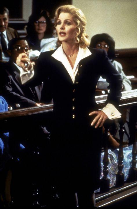 Während die hübsche Jane (Priscilla Presley, vorne) erfolgreich ihrem Beruf nachgeht, kümmert sich ihr pensionierter Ehemann Frank um den Haushalt. - Bildquelle: Paramount Pictures