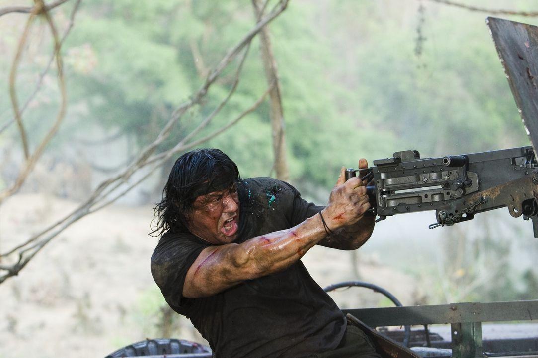 Ohne viele Worte erledigt er einen Feind nach dem anderen: Rambo (Sylvester Stallone) ... - Bildquelle: Karen Ballard Nu Image Films