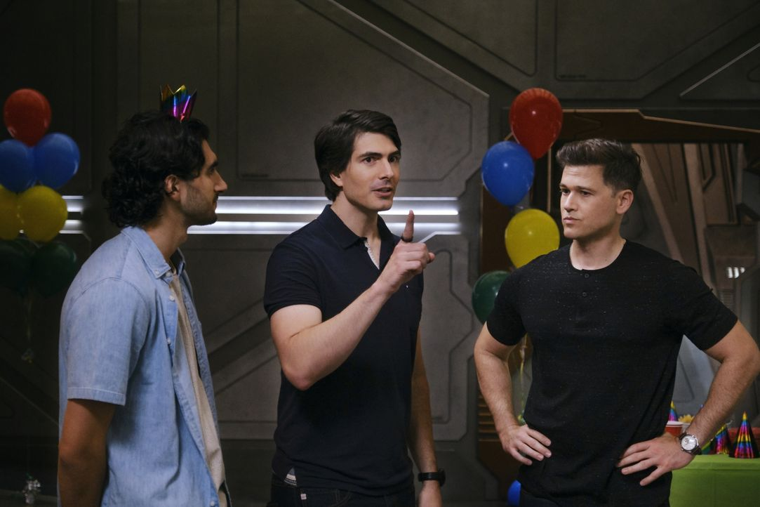 (v.l.n.r.) Behrad Tarazi (Shayan Sobhian); Ray Palmer (Brandon Routh); Nate Heywood (Nick Zano) - Bildquelle: 2019 The CW Network, LLC. All rights reserved.
