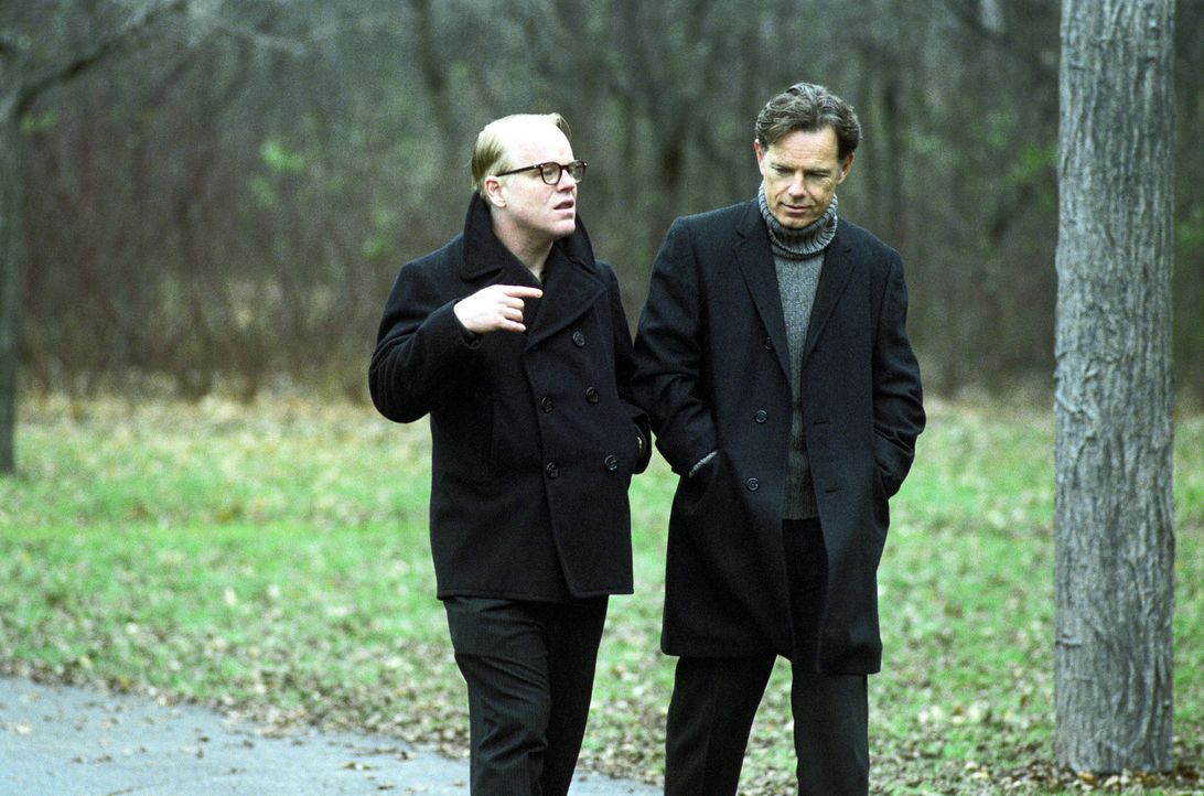 Für sein neues Projekt braucht Truman Capote (Philip Seymour Hoffman, l.) jede Unterstützung, die er kriegen kann. Da kommt Jack Dunphy (Bruce Gre... - Bildquelle: 2005 United Artists Films Inc. and Columbia Pictures Industries, Inc. All Rights Reserved.
