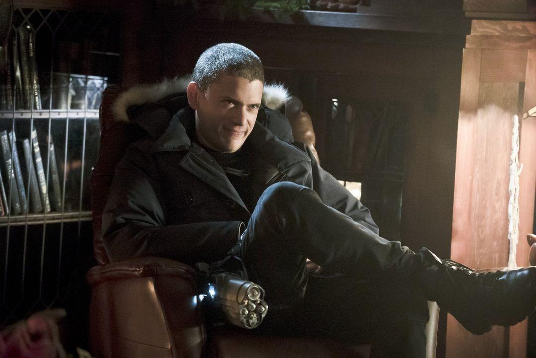 Auf wessen Seite wird sich Leonard Snart alias Captain Cold (Wentworth Miller) schlagen oder schaut er sich das Schauspiel lediglich aus sicherer En... - Bildquelle: 2015 Warner Brothers.
