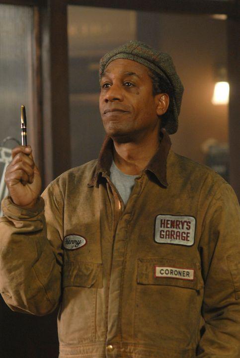 Weiß Henry Deacon (Joe Morton) mehr über Eureka, die geheime Stadt? - Bildquelle: Universal Television