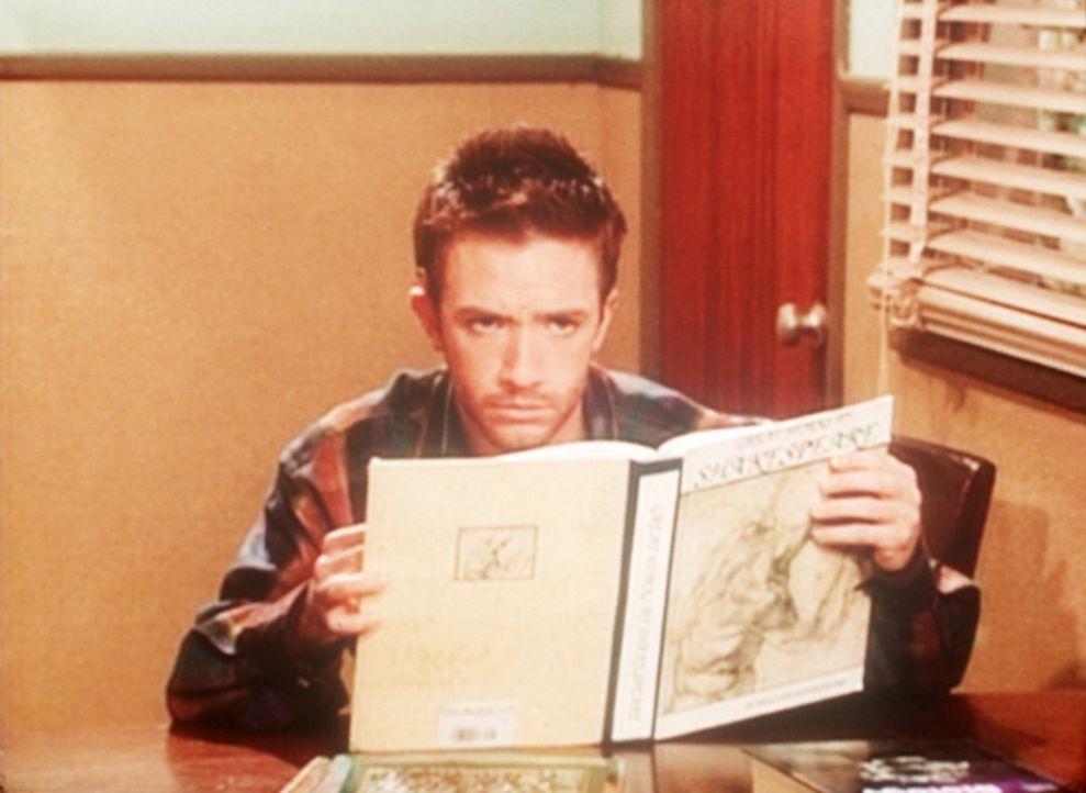 Bud (David Faustino) hat sich zum Büffeln für sein Examen in die Unibibliothek zurückgezogen. - Bildquelle: Sony Pictures Television International. All Rights Reserved.