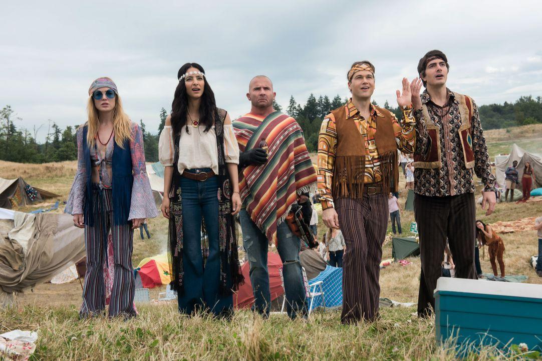(v.l.n.r.) Sara (Caity Lotz); Zari (Tala Ashe); Rory (Dominic Purcell); Nate (Nick Zano); Ray (Brandon Routh) - Bildquelle: Dean Buscher 2018 The CW Network, LLC. All rights reserved. / Dean Buscher