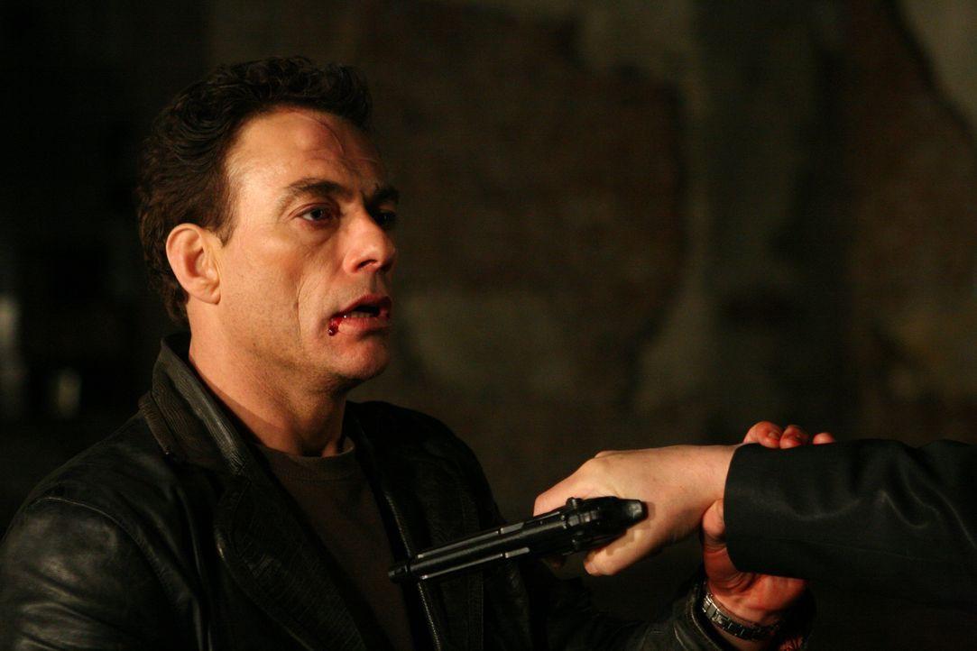 Nach dem Kopfschuss wird aus Anthony Stowe (Jean-Claude Van Damme) ein völlig neuer Mensch. Er will sein verbocktes Leben nun in die richtigen Bahne...