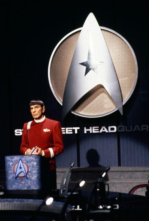 Capt. Spock (Leonard Nimoy), der Sonderbotschafter der Föderation, teilt in einer geheimen Sitzung mit, dass Capt. Kirk mit seinem Team die Frieden... - Bildquelle: Paramount Pictures