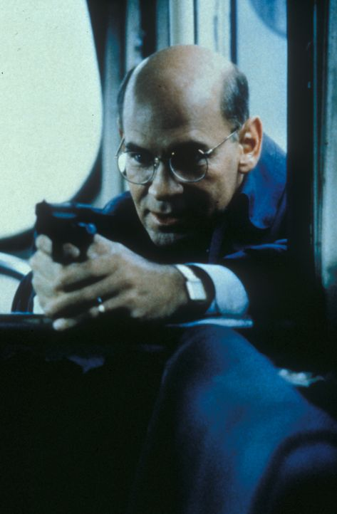 Auf der Jagd nach einem Kindermörder muss Skinner (Mitch Pileggi) auch selbst zur Waffe greifen. - Bildquelle: TM +   Twentieth Century Fox Film Corporation. All Rights Reserved.