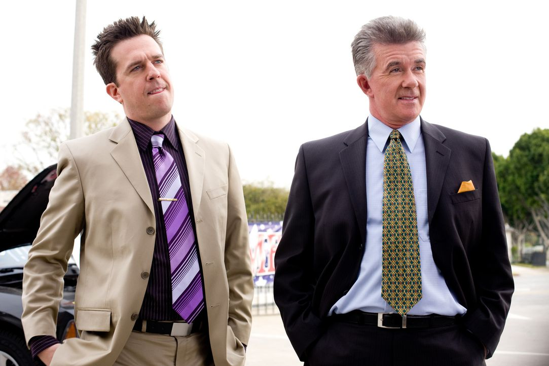 Sehen sich verfrüht am Ziel ihrer Wünsche: Stu Harding (Alan Thicke, r.) und sein Sohn Paxton (Ed Helms, l.) ... - Bildquelle: by PARAMOUNT VANTAGE, a Division of PARAMOUNT PICTURES. All Rights Reserved.