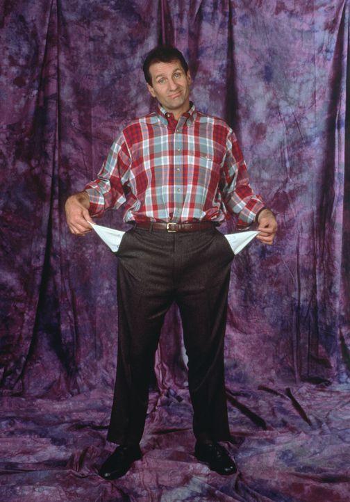 (5. Staffel) - Al Bundys (Ed O'Neill) Vorlieben sind: die Teilnahme an Sportereignissen - vor dem Fernseher aus - sowie Bier und Nacktmagazine. - Bildquelle: Sony Pictures Television International. All Rights Reserved.