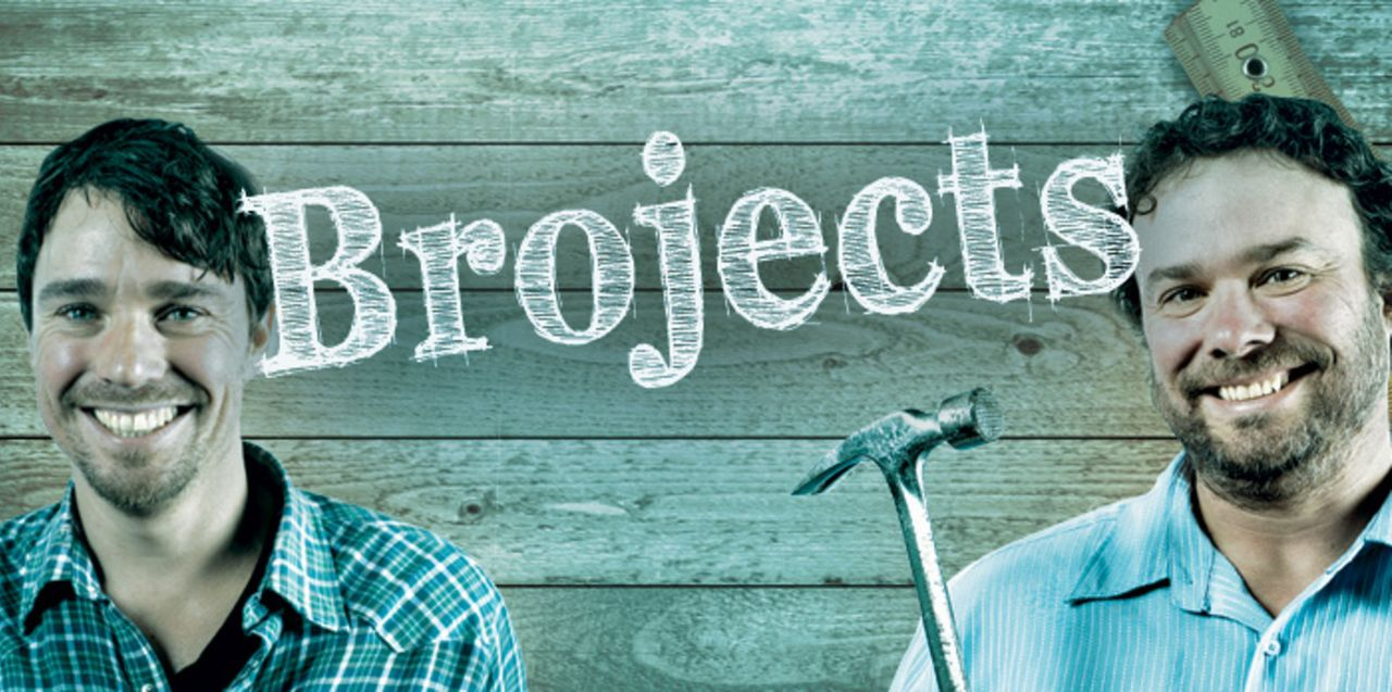 (3.Staffel) - Die Brüder Andrew (l.) und Kevin (r.) nutzen jede Gelegenheit, um ihr Ferienhaus weiter zu gestalten und dabei ihr handwerkliches Gesc... - Bildquelle: Brojects Ontario Ltd./Brojects NS Ltd