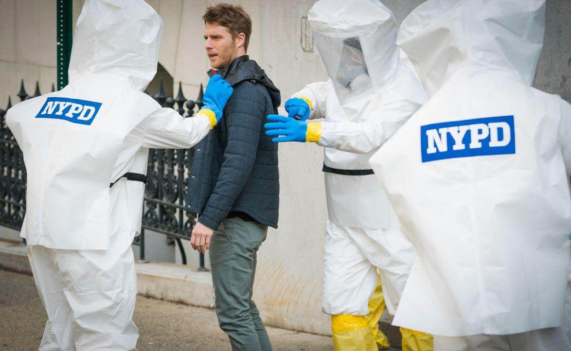 Brian (Jake McDorman) wird gemeinsam mit Rebecca unter Quarantäne gestellt, da sie angeblich mit einer gefährlichen Substanz in Berührung gekommen s... - Bildquelle: 2016 CBS Broadcasting, Inc. All Rights Reserved