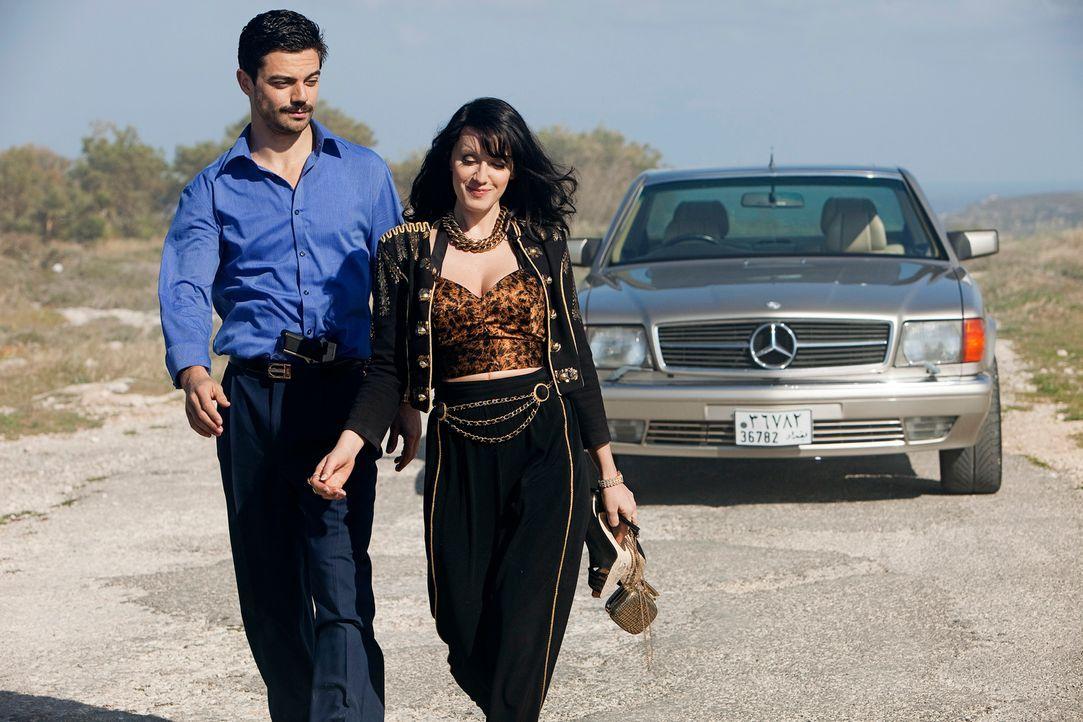 Zwischen Latif (Dominic Cooper, l.) und Uday Saddams Mätresse Sarrab (Ludivine Sagnier, r.) beginnt eine gefährliche Romanze ... - Bildquelle: Sofie Silbermann 2013, Falcom Media
