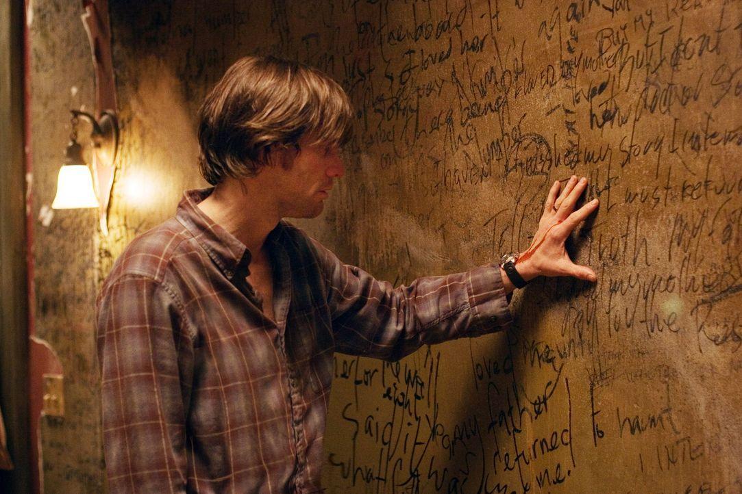 Schon bald fällt Walter Sparrow (Jim Carrey) ein vergleichbarer Zusammenhang der Zahl 23 mit seinem eigenen Leben auf. Plötzlich befindet er sich au... - Bildquelle: 2007 Warner Brothers