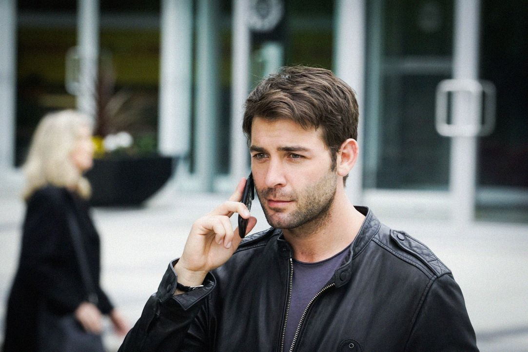 Jackson (James Wolk) auf der Flucht: Sein gesamtes Team ist auf der Suche nach ihm. Wenn General Davies und die internationale Tier-Abwehr-Gruppe Ja... - Bildquelle: Shane Harvey 2016 CBS Broadcasting Inc. All Rights Reserved.