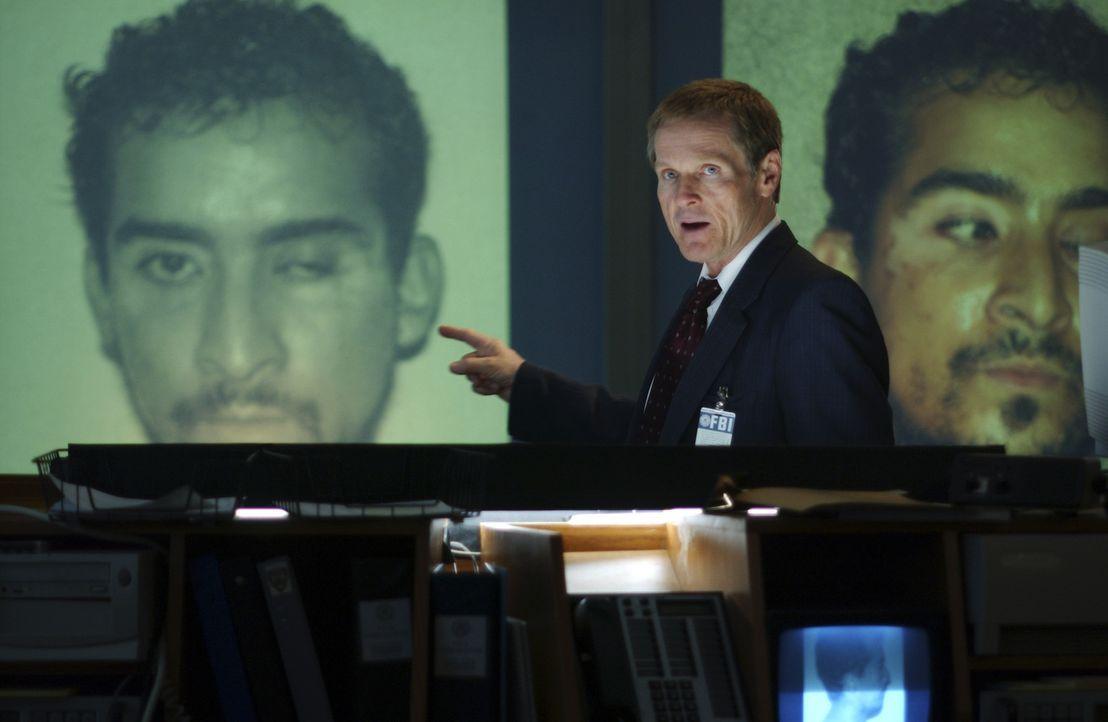 """FBI-Chef Neil Herman (William Sadler) findet heraus, dass Ramzi Ahmed Yousef die Operation """"Bojinka"""", ein Attentat auf Papst Johannes Paul II. und a... - Bildquelle: ABC, INC."""