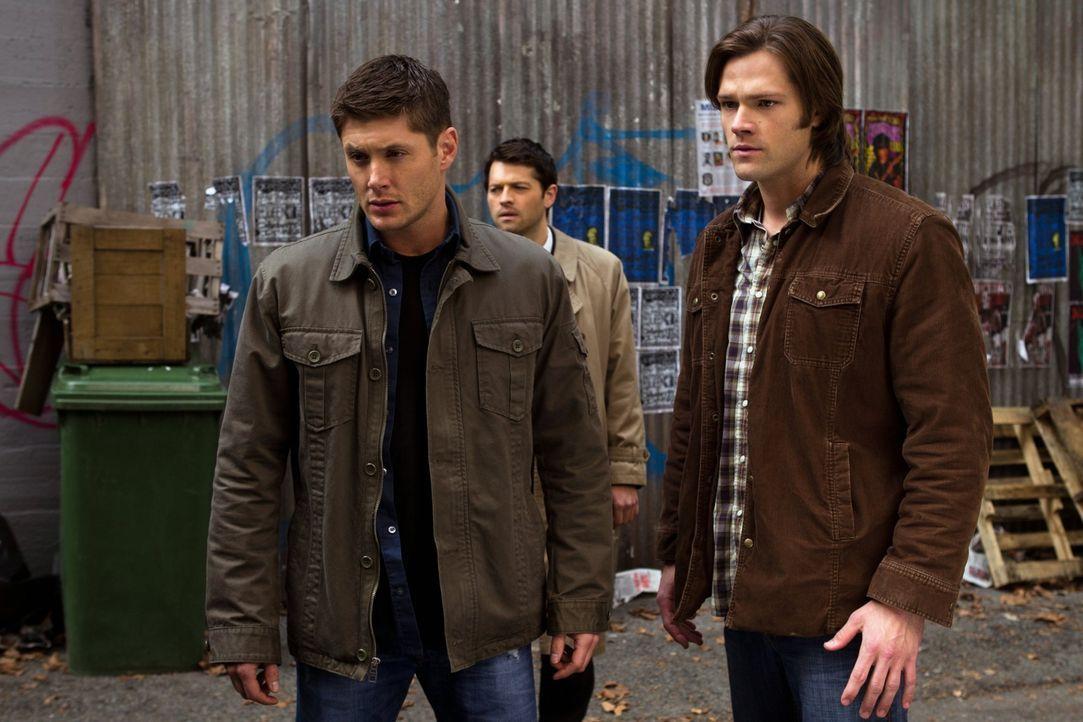 Dean (Jensen Ackles, l.) und Sam (Jared Padalecki, r.) waren seine einzigen wahren Freunde. Aber eigentlich braucht Castiels (Misha Collins, M.) kei... - Bildquelle: Warner Bros. Television