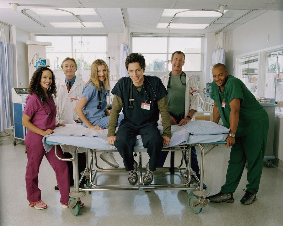(1. Staffel) - Der harte Kern des Sacred Heart Hospitals: die drei Jung-Mediziner J.D. (Zach Braff, 3.v. r.), Turk (Donald Faison, r.) und Elliot (S... - Bildquelle: Touchstone Television