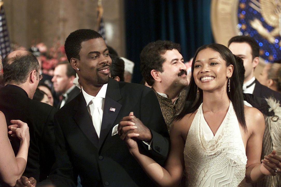 Der Wahlkampf entwickelt sich zu einer Megaparty: Lisa Clark (Tamala Jones, r.) und Mays (Chris Rock, l.) ? - Bildquelle: DreamWorks SKG
