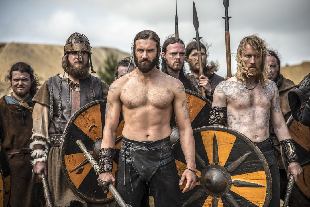 Es kommt zur großen Schlacht: Auf der einen Seite steht Ragnar mit seinen Truppen zusammen mit den Streitkräften von König Horik, auf der anderen Se... - Bildquelle: Bernard Walsh 2013 TM TELEVISION PRODUCTIONS LIMITED/T5 VIKINGS PRODUCTIONS INC. ALL RIGHTS RESERVED.