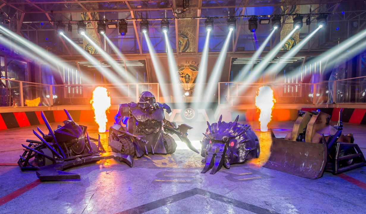 "Bei ""Robot Wars"" treten insgesamt 40 von Teilnehmern selbst gebaute Roboter in einer Arena gegeneinander an. In jeder Episode geht ein Roboter als G... - Bildquelle: Alan Peebles Licensed by Passion Distribution Ltd. / Alan Peebles"
