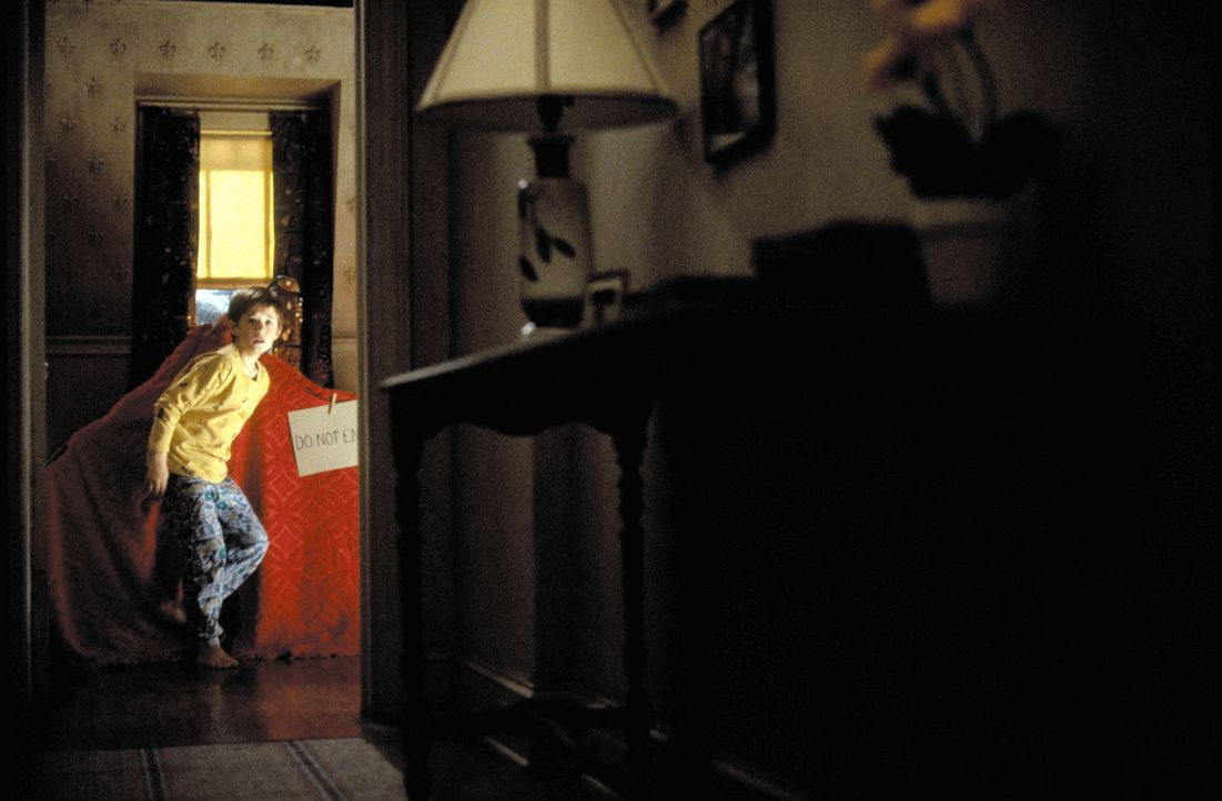 Immer häufiger wird Cole (Haley Joel Osment) von den Geistern der Toten gequält. In seiner Not offenbart er sich endlich einem Psychologen an. Doch... - Bildquelle: Buena Vista Pictures