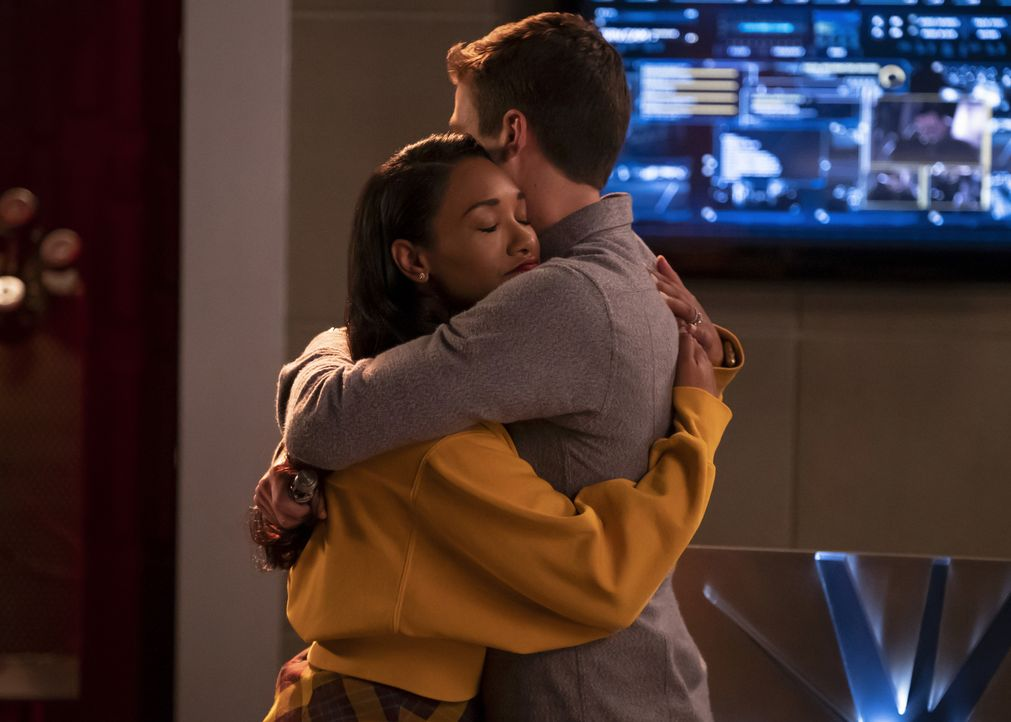 Iris (Candice Patton, l.); Barry (Grant Gustin, r.) - Bildquelle: Jeff Weddell 2018 The CW Network, LLC. All rights reserved.