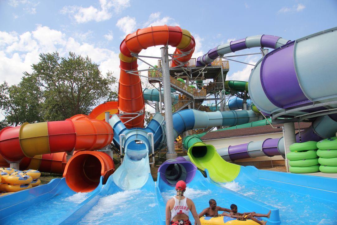 Im Beech Bend Wasserpark in Bowling Green, Kentucky kann man in fliegenden Untertassen rutschen ... - Bildquelle: 2016, The Travel Channel, L.L.C. All Rights Reserved.