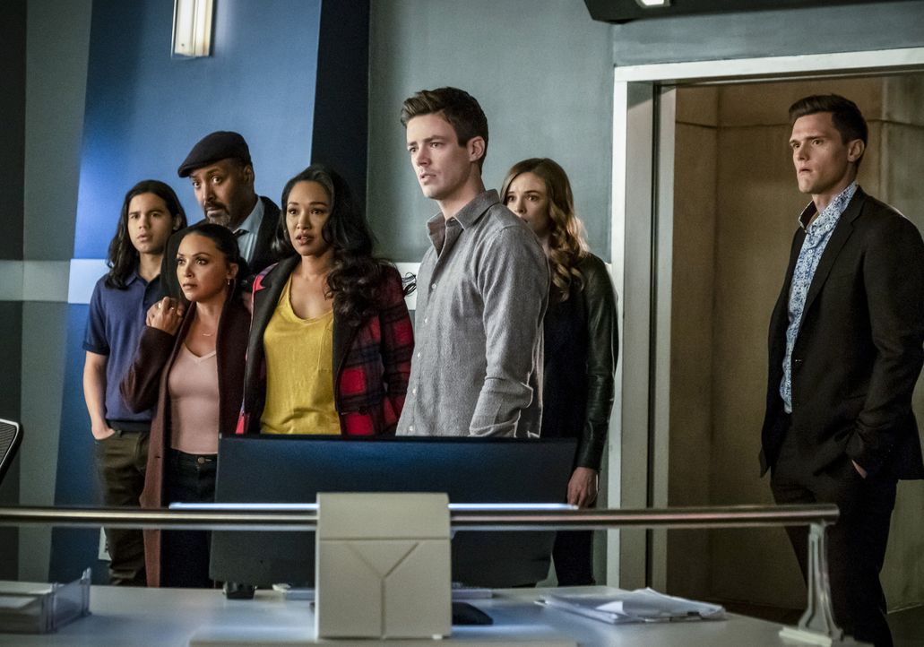 (v.l.n.r.) Cisco (Carlos Valdes); Cecille (Danielle Nicolet); Joe (Jesse L. Martin); Iris (Candice Patton); Barry (Grant Gustin); Caitlin (Danielle... - Bildquelle: Katie Yu 2018 The CW Network, LLC. All rights reserved.