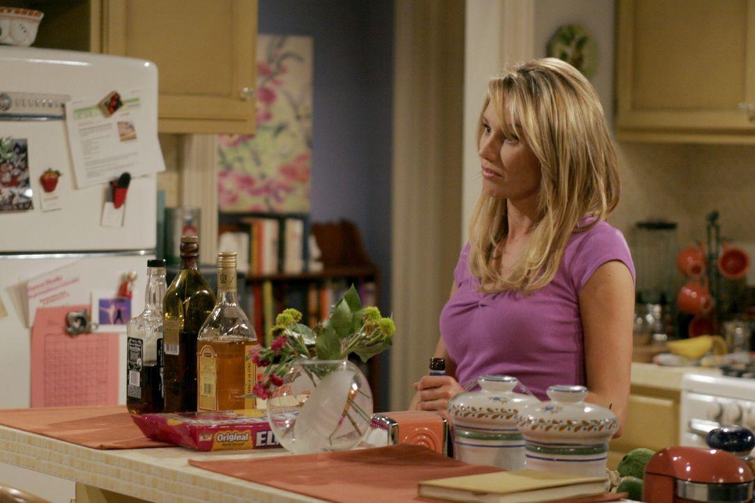 Als Charlie die Sehnsucht packt, will er Mia in ihrer Wohnung aufsuchen, doch dort findet er nur Ginger (Jackie Debatin) vor, die seine Leidenschaft... - Bildquelle: Warner Brothers Entertainment Inc.