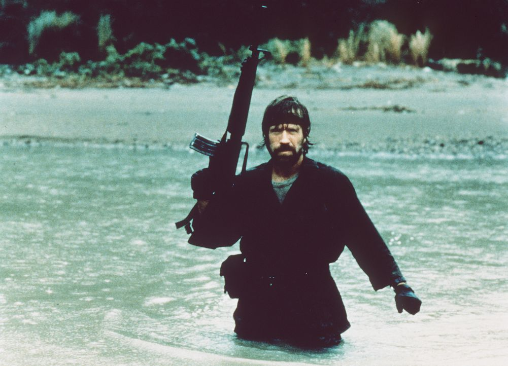 Ob zu Lande oder im Wasser - Colonel Braddock (Chuck Norris) lässt sich im Kampf für die Kriegsgefangenen nicht unterkriegen ... - Bildquelle: TM &   Metro-Goldwyn-Meyer Studios Inc. All Rights Reserved.