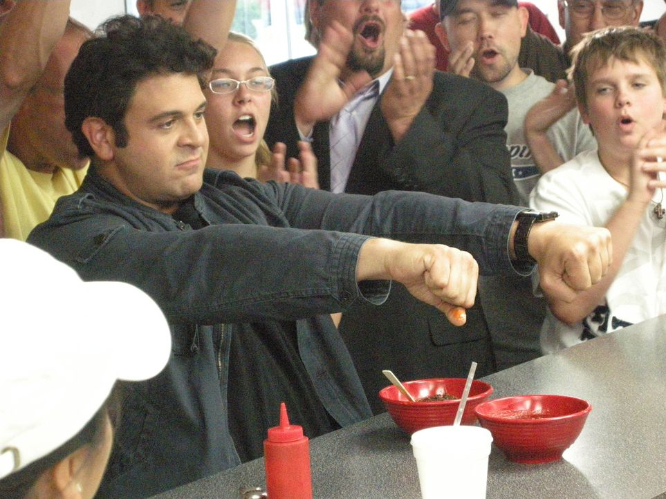 Adam Richman (l.) - Bildquelle: 2009, The Travel Channel, L.L.C.