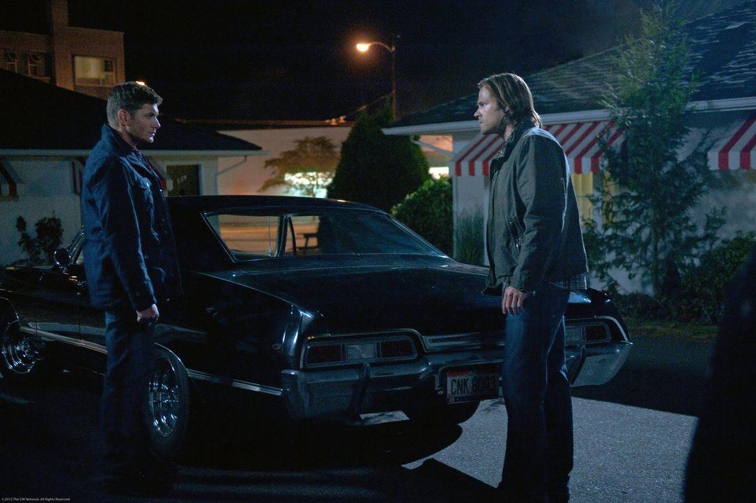 Können Sam (Jared Padalecki, r.) und Dean (Jensen Ackles, l.) ein Rachegespenst aufhalten? - Bildquelle: Warner Bros. Television