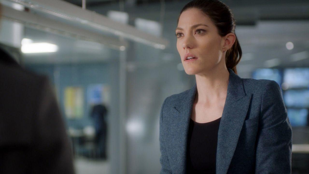 Nach und nach kommt Rebecca (Jennifer Carpenter) hinter Brians Geheimnis, während dieser vor dem FBI flüchtet ... - Bildquelle: 2016 CBS Broadcasting, Inc. All Rights Reserved