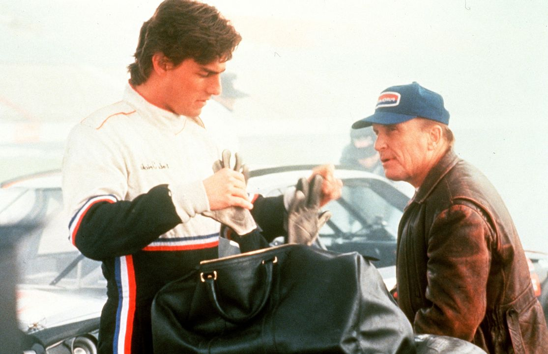 Rennsport-Experte Harry Hogge (Robert Duvall, r.) bescheinigt Cole Trickle (Tom Cruise, l.) Talent und Courage ... - Bildquelle: Paramount Pictures
