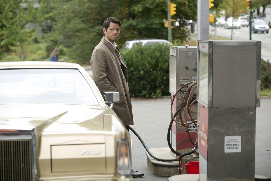 Castiel (Misha Collins) stellt sich die Frage, wie weit er bereit ist, für seine Mission zu gehen. Unterdessen macht Crowley eine erstaunliche Entde... - Bildquelle: 2016 Warner Brothers