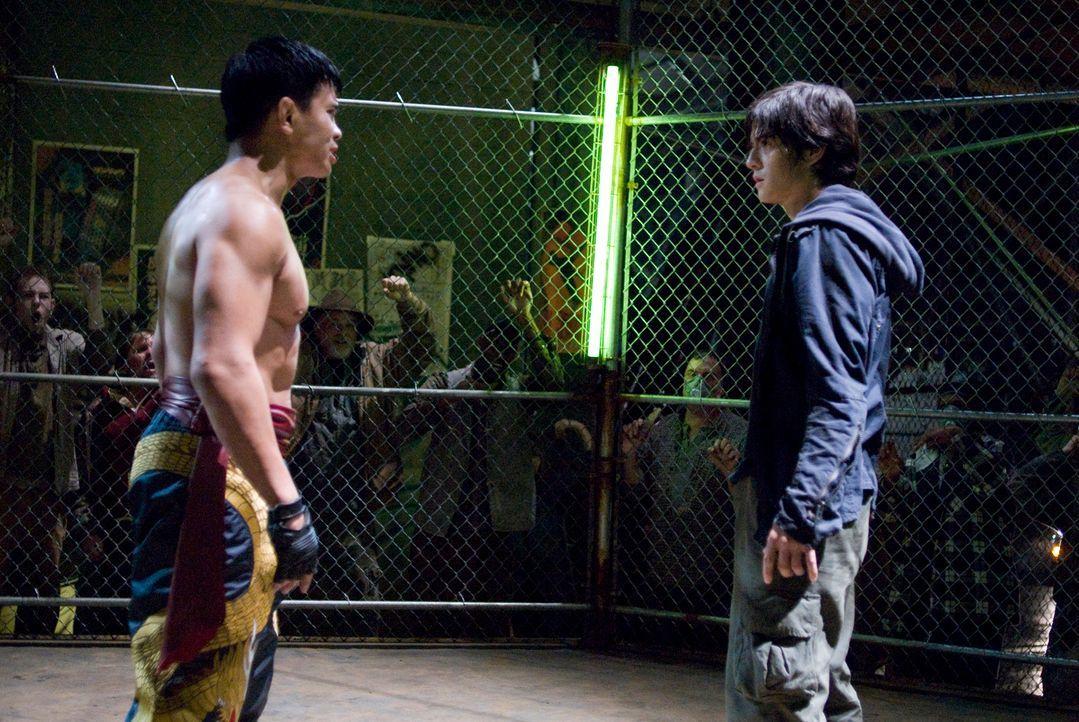 """In den Straßen des Armenviertels """"Anvil"""" herrscht rohe Gewalt. Das erfährt der junge Jin Kazama (Jon Foo, r.) am eigenen Leib. Als seine Mutter getö... - Bildquelle: 2010 CST PRODUCTIONS, LLC   ALL RIGHTS RESERVED"""