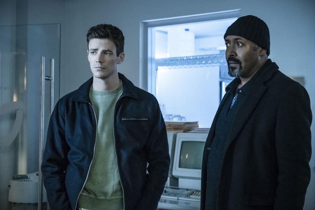 Barry alias The Flash (Grant Gustin, l.); Joe (Jesse L. Martin, r.) - Bildquelle: Katie Yu 2018 The CW Network, LLC. All rights reserved. / Katie Yu