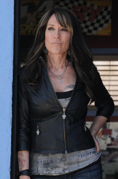 Das Unwissen darüber was ihre zukünftige Schwiegertochter weiß, treibt Gemma (Katey Sagal) fast in den Wahnsinn ... - Bildquelle: 2011 Twentieth Century Fox Film Corporation and Bluebush Productions, LLC. All rights reserved.