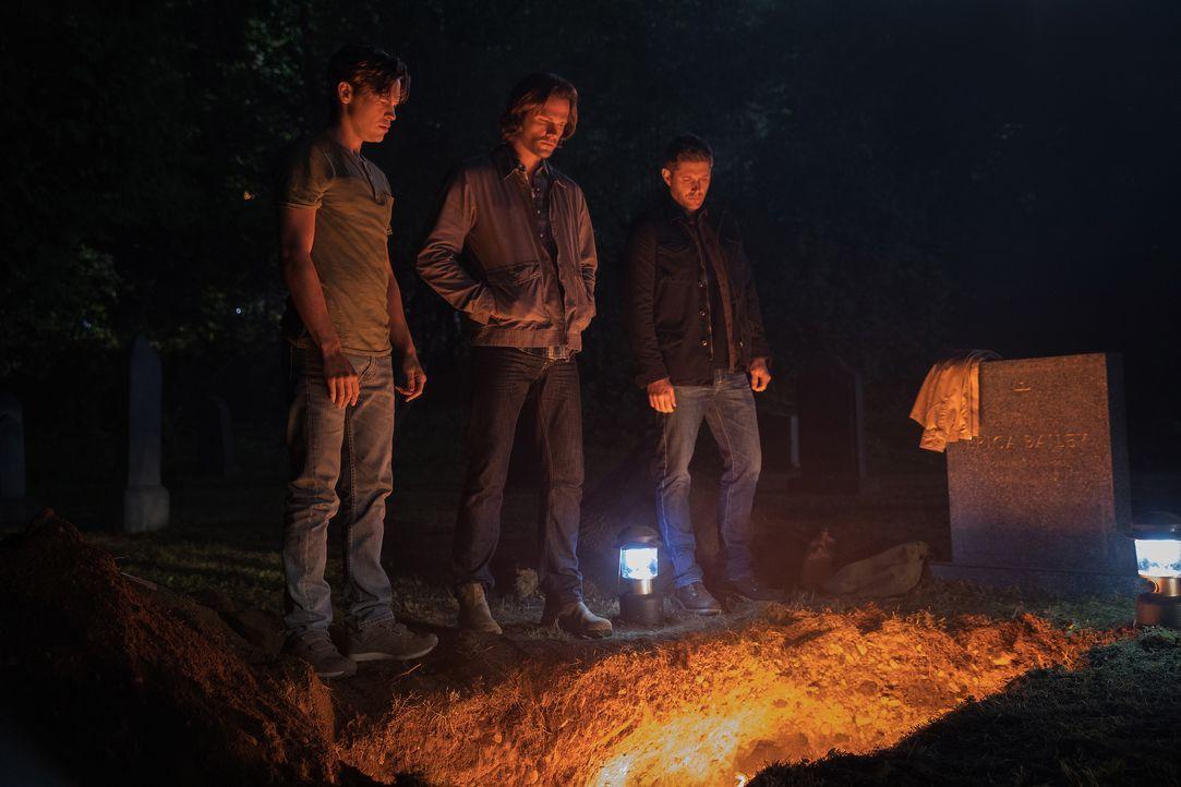 (v.l.n.r.) Jack (Alexander Calvert); Sam Winchester (Jared Padalecki); Dean Winchester (Jensen Ackles) - Bildquelle: Jack Rowand 2017 The CW Network, LLC. All Rights Reserved / Jack Rowand