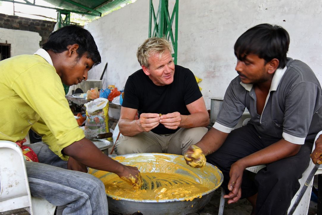 Gordon Ramsay (Mitte) - Bildquelle: Philip Hollis One Potato Two Potato & all3media international / Philip Hollis