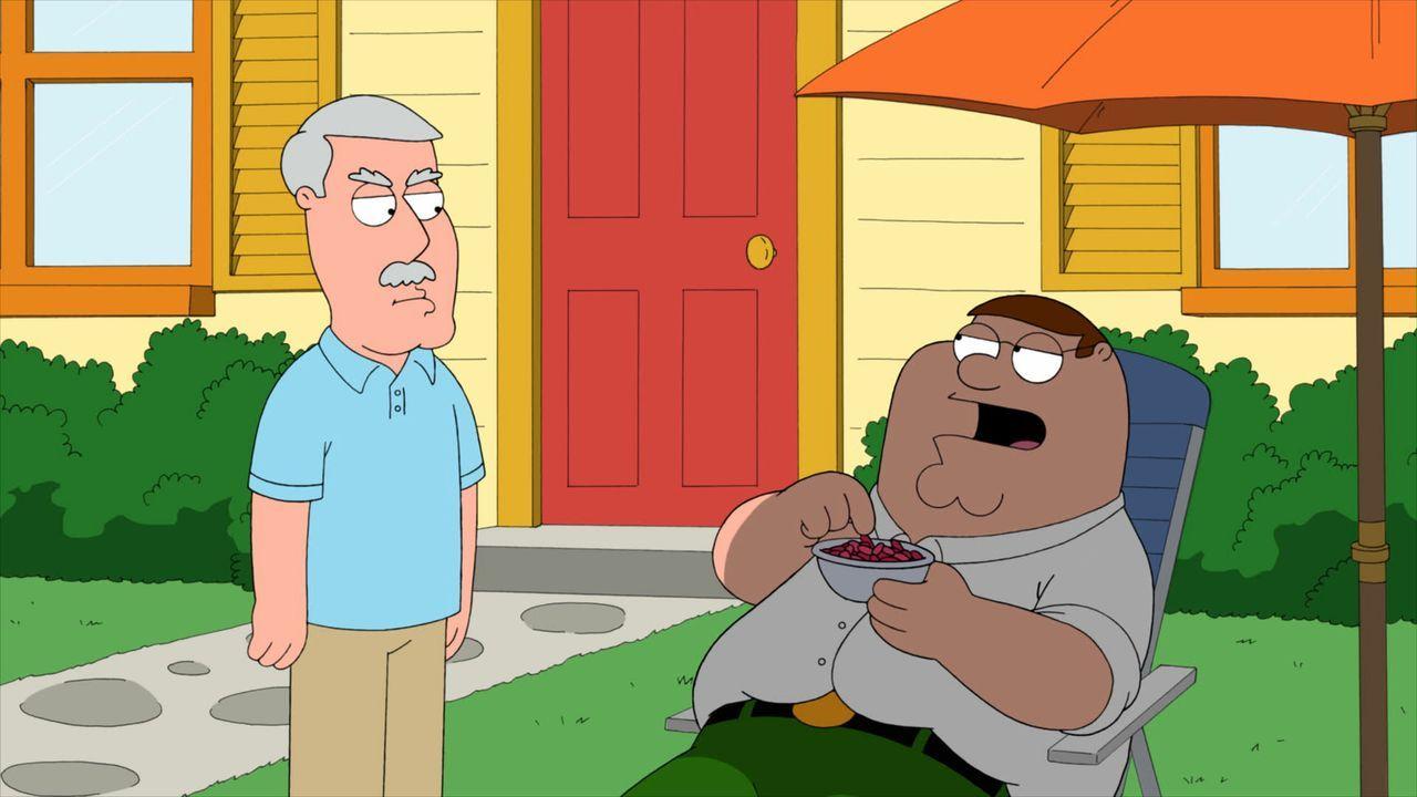 Schock für Peter (r.): Als er mit Lois bei deren Eltern zu Gast ist, erwischt er Carter (l.), den verheirateten Vater seiner Frau, mit einer Fremden... - Bildquelle: Twentieth Century Fox Film Corporation. All rights reserved.