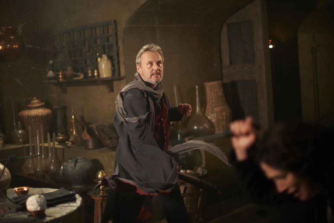 Paracelsus (Anthony Stewart Head) - Bildquelle: Russ Martin 2012 Universal Network Television LLC. ALL RIGHTS RESERVED. / Russ Martin