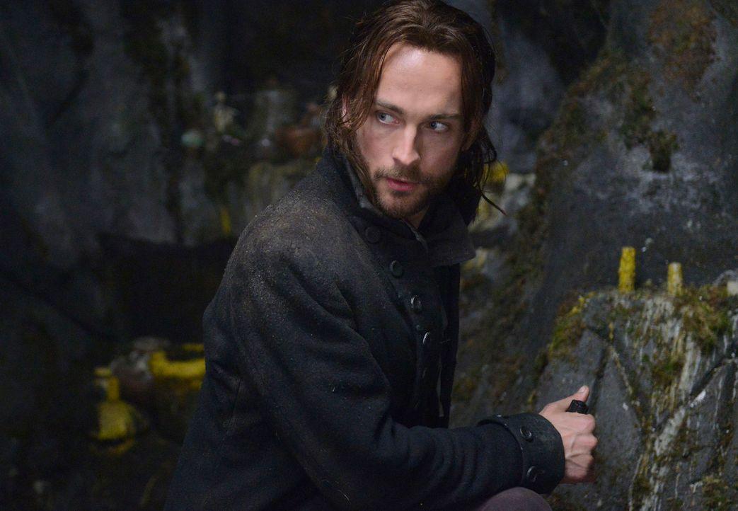 Eines Tages findet sich Ichabod Crane (Tom Mison), der Captain aus dem amerikanischen Unabhängigkeitskrieg, im Jahr 2013 in Sleepy Hollow wieder und... - Bildquelle: 2013 Twentieth Century Fox Film Corporation. All rights reserved.