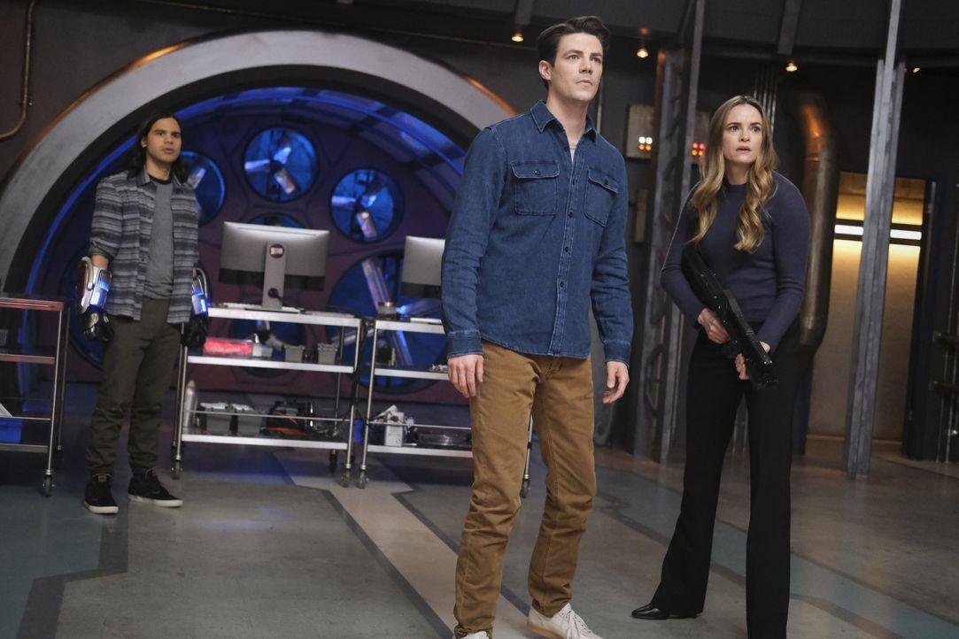 (v.l.n.r.) Cisco Ramon (Carlos Valdes); Barry Allen (Grant Gustin); Caitlin Snow (Danielle Panabaker) - Bildquelle: Warner Bros. Entertainment Inc. All Rights Reserved.