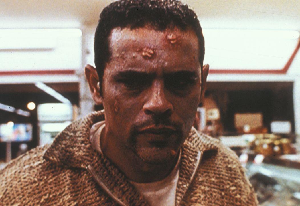 Der Vorarbeiter Curver ist das dritte Opfer einer tödlichen Pilzinfektion, die nach Meinung der mexikanischen Wanderarbeiter vom sagenumwobenen Chup... - Bildquelle: TM +   2000 Twentieth Century Fox Film Corporation. All Rights Reserved.