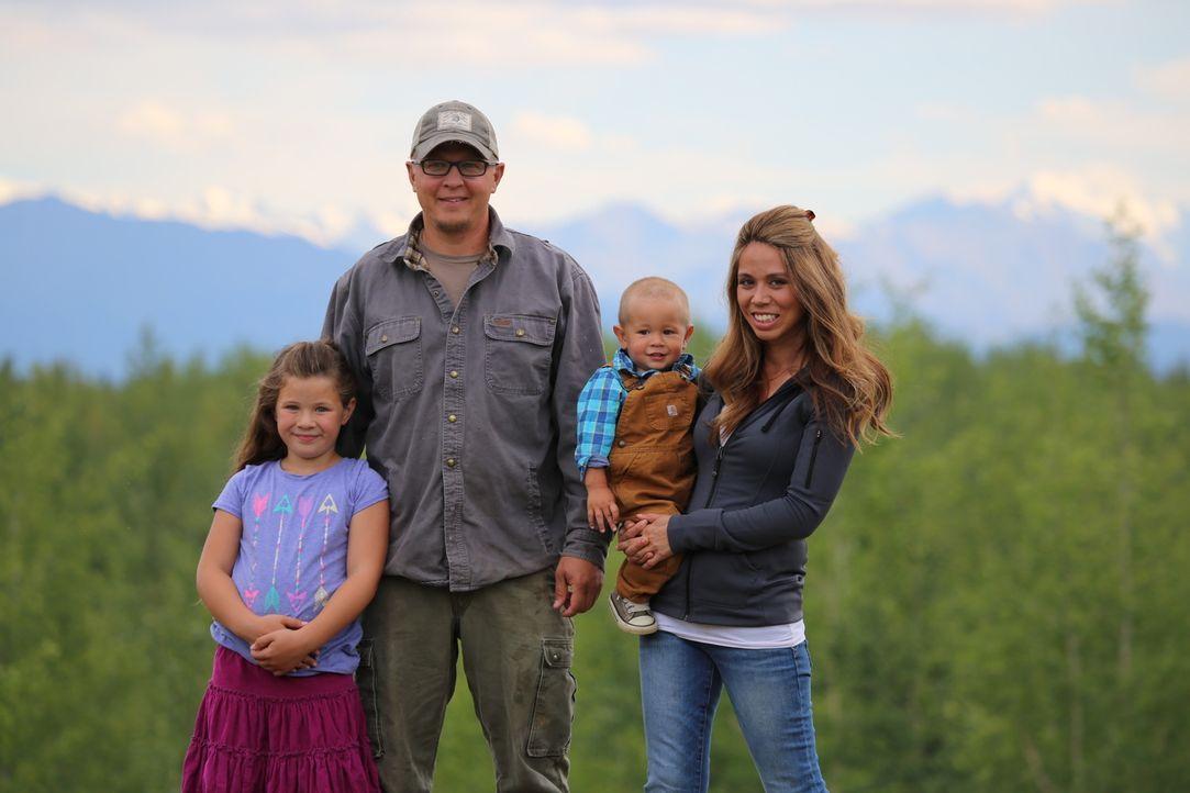 Manche Menschen leben gerne in einer abgelegenen Gegend, so auch Familie White, die sich in der Wildnis Alaskas niederlässt ... - Bildquelle: 2015, DIY Network/Scripps Networks, LLC. All Rights Reserved.