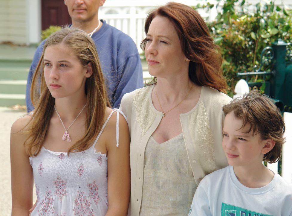Denise Connelly (Ann Cusack, M.) ist eine starke Frau. Nach dem tragischen Tod ihres Mannes, muss sie nun allein für das Wohlergehen der beiden geme... - Bildquelle: Sony 2007 CPT Holdings, Inc.  All Rights Reserved.