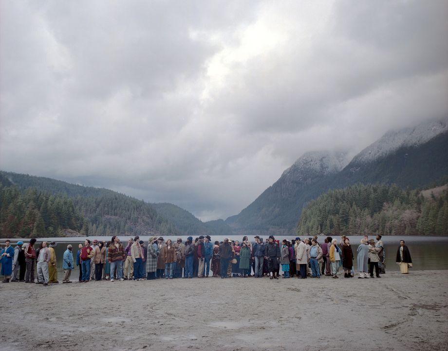 4400 Menschen, die in den letzten 50 Jahren verschwunden sind, tauchen aus einem Lichtball auf ... - Bildquelle: Viacom Productions Inc.